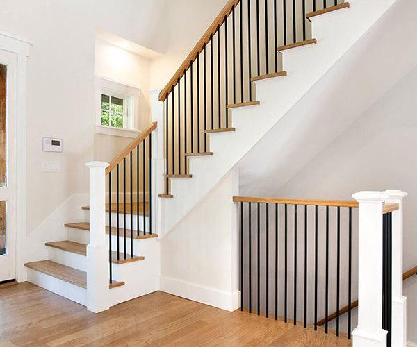 Установка лестницы на второй этаж в частном доме
